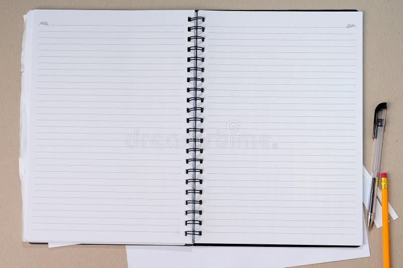 Öffnen Sie unbelegtes Notizbuch stockbild