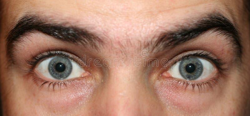 ögon öppnar wide arkivfoton