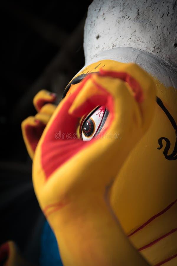 Ögon av gudinnan Durga dekorerade Kumortuli, Kolkata, Indien Selektiv fokusering arkivfoto