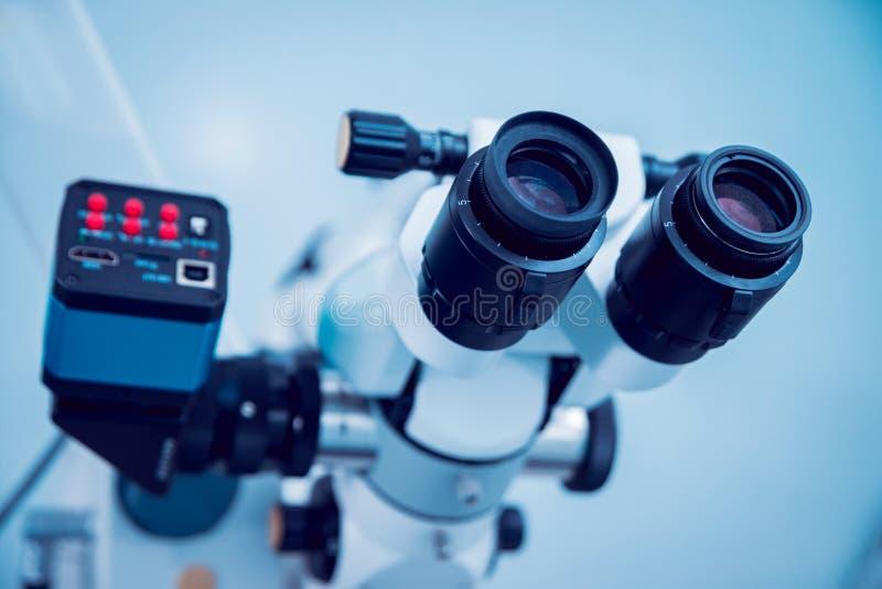 Ögon- utrustning läkarundersökning royaltyfria bilder