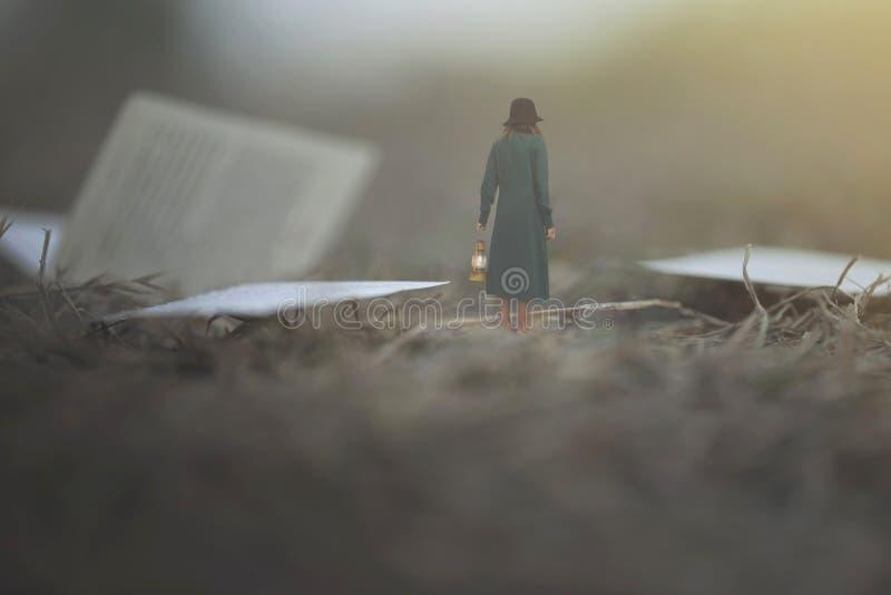 ögonblick av en kvinna med att gå för lykta som är förvirrat i dimman mellan sidor och böcker royaltyfria bilder