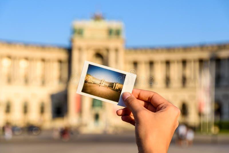 Ögonblickligt foto av den Hofburg slotten royaltyfri foto