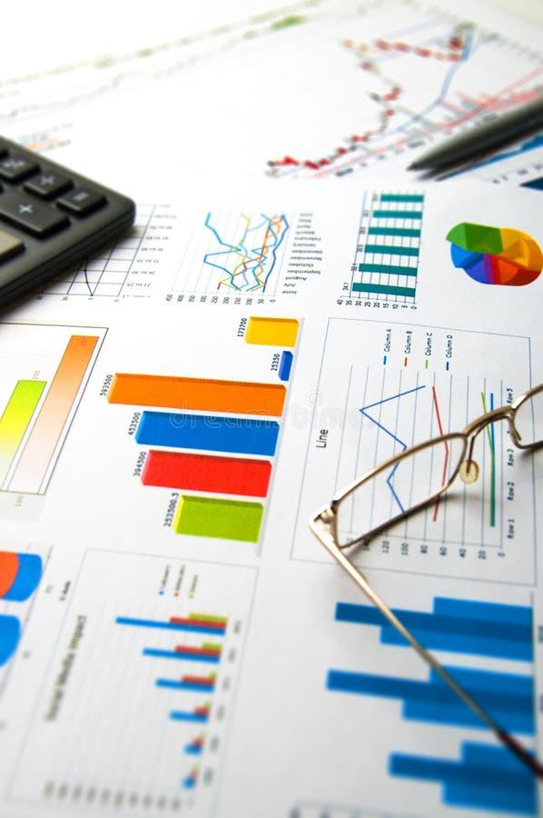 ökande tillväxt för grafer för affärsdiagram gagnar hastigheter royaltyfri foto