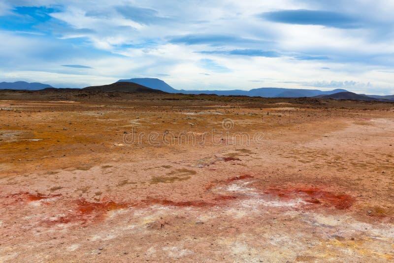 Öken på geotermiskt område Hverir, Island arkivbilder