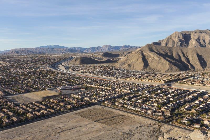 Ökenförorterna nära det ensamma berget i Las Vegas arkivbilder