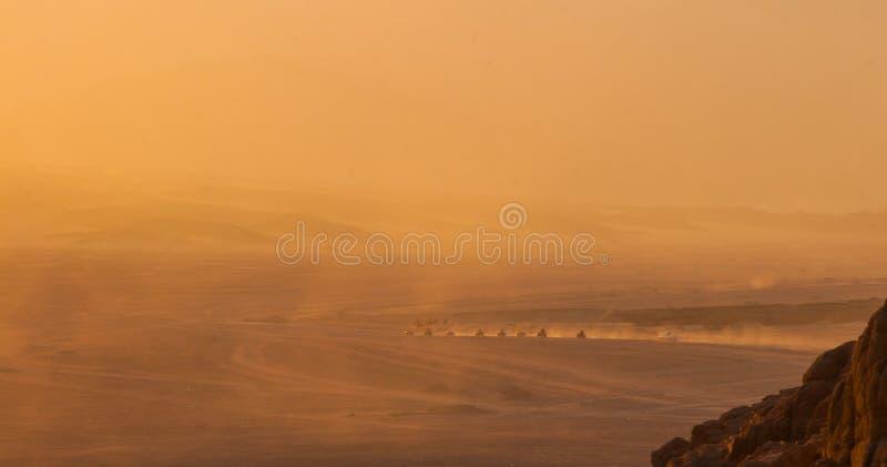 Öknar och landskap för sanddyn på solnedgången arkivfoto