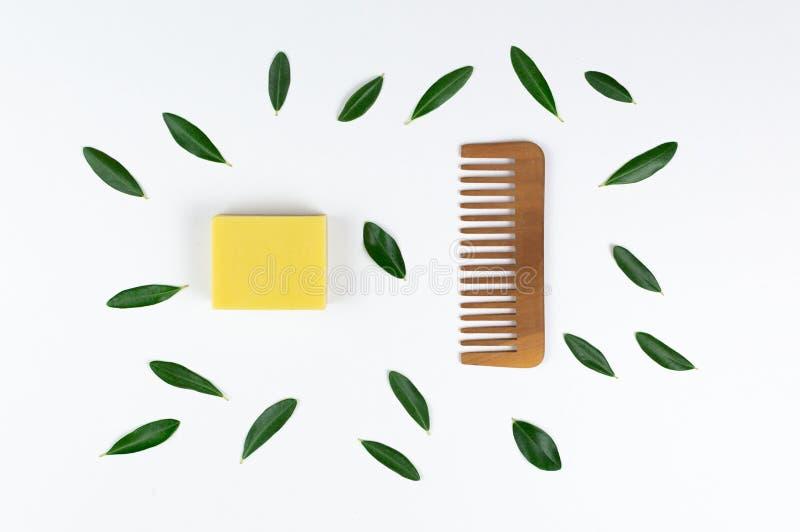 Öko-Seife und -Seifen, aus biologischem Anbau, sowie feste Shampoo-Bars stockbilder