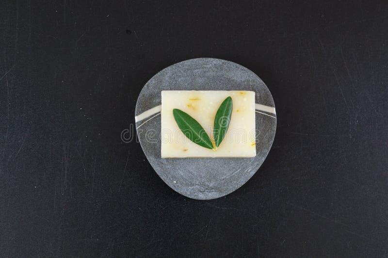 Öko-Seife und -Seifen, aus biologischem Anbau, sowie feste Shampoo-Bars lizenzfreie stockfotografie