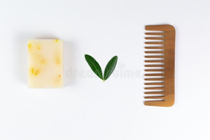 Öko-Seife und -Seifen, aus biologischem Anbau, sowie feste Shampoo-Bars lizenzfreie stockfotos