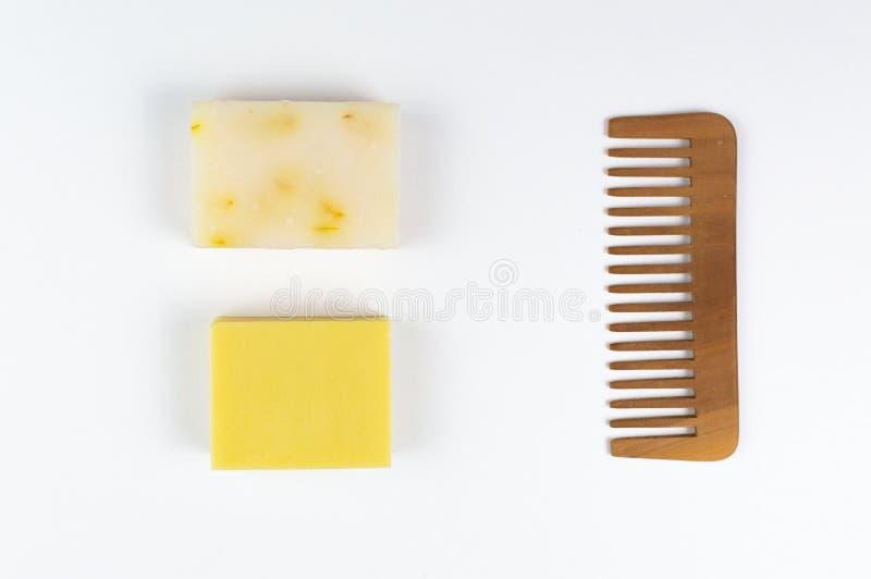 Öko-Seife und -Seifen, aus biologischem Anbau, sowie feste Shampoo-Bars lizenzfreie stockbilder