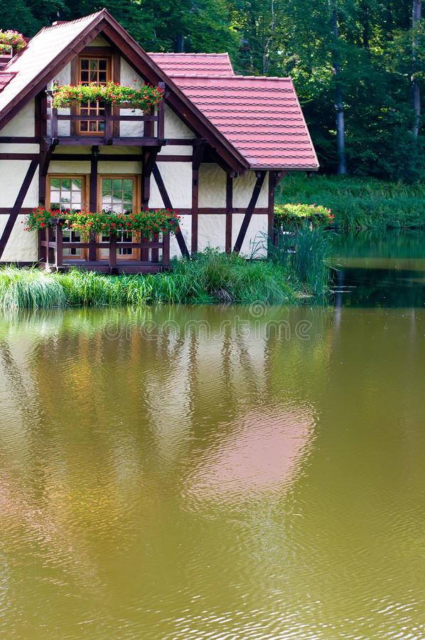 Ökologisches Haus Auf See Stockbild