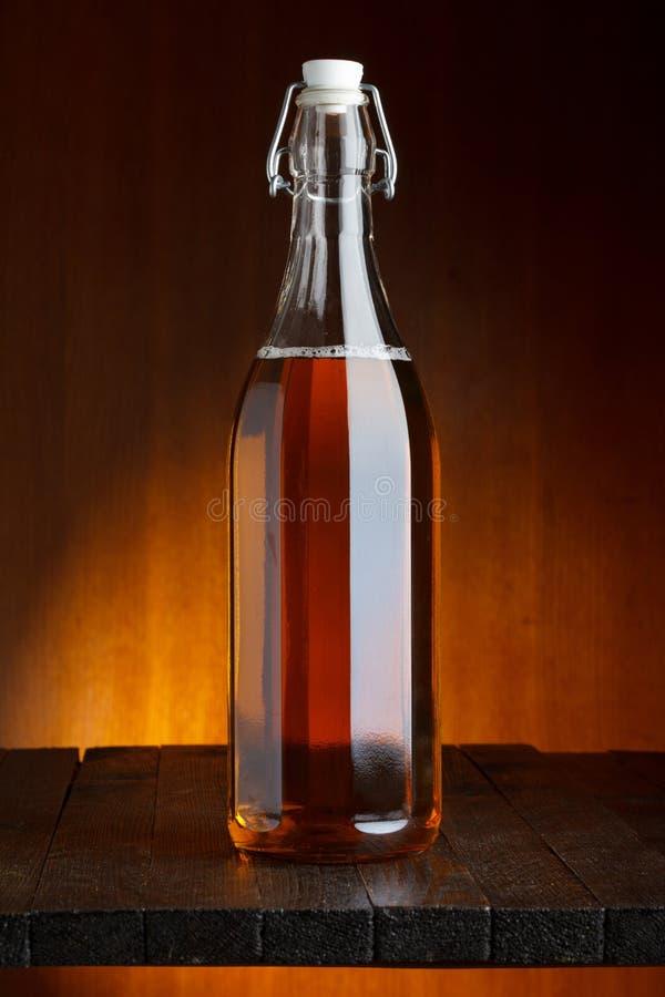 Öl- eller ciderflaska royaltyfri bild