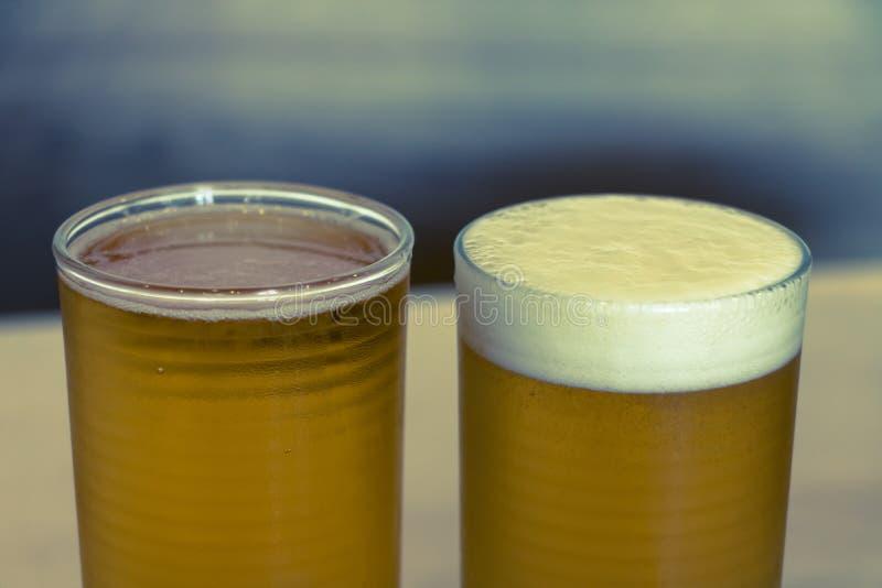 Öl 2 exponeringsglas arkivbilder