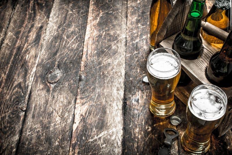 Öl i en ask med exponeringsglas royaltyfria bilder