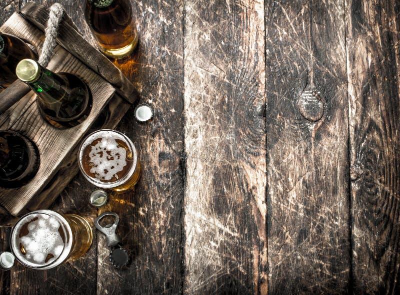 Öl i en ask med exponeringsglas royaltyfri foto