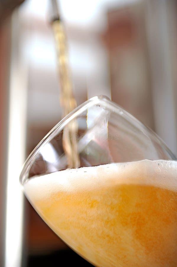 Öl in i exponeringsglas royaltyfria foton