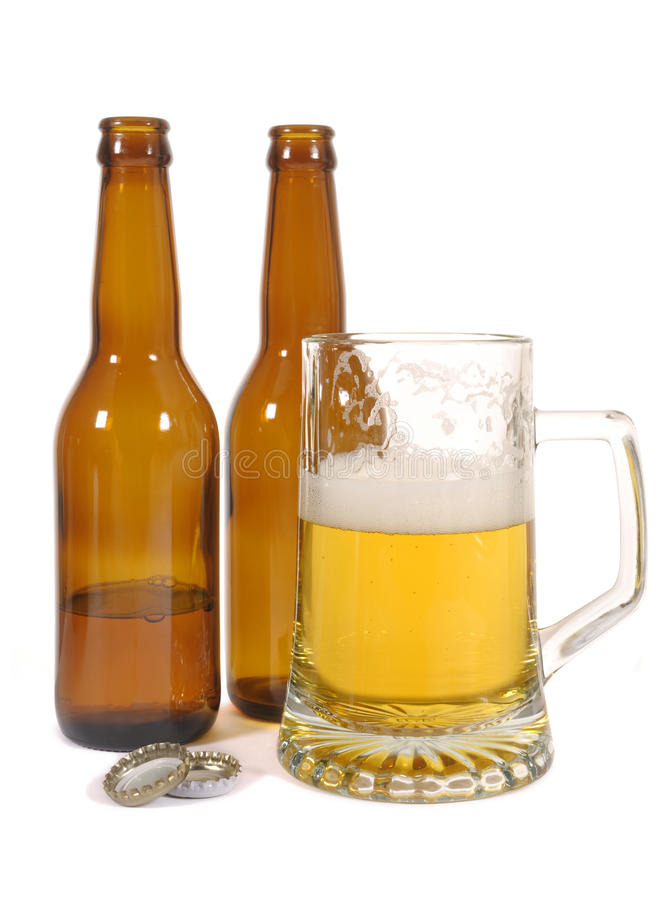 Öl med bruna flaskor arkivfoton