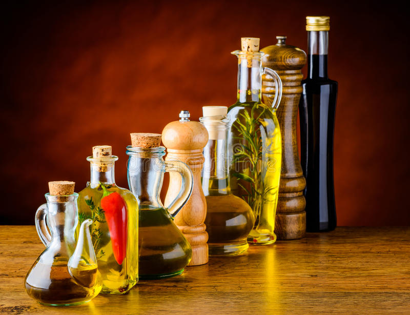 Öl, Salz, Essig Lebensmittel-Gewürze stockbilder
