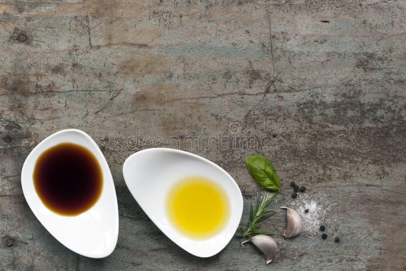 Öl-und Essig-Lebensmittel-Hintergrund stockfotos