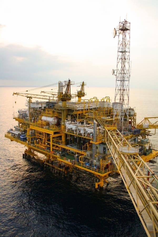 Öl- und Gasplattform im Golf oder das Meer, die Energie der Welt, Offshoreöl und Anlagenbau lizenzfreie stockbilder