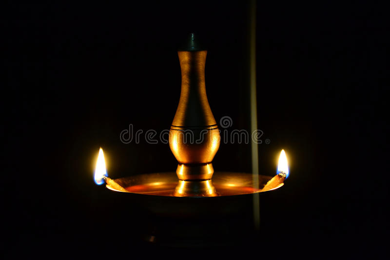 Öllampe und Weihrauch stockbild
