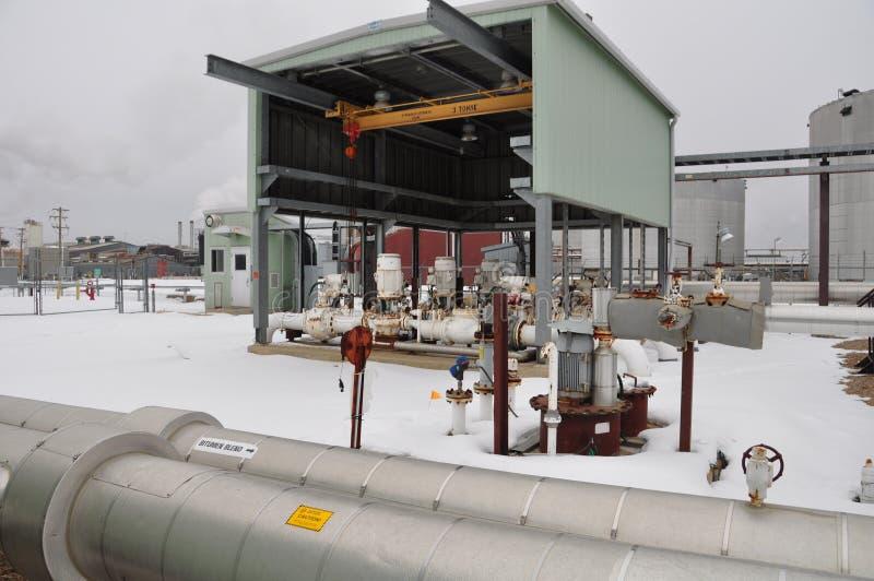 Ölsand pumpt Teildienste stockfoto