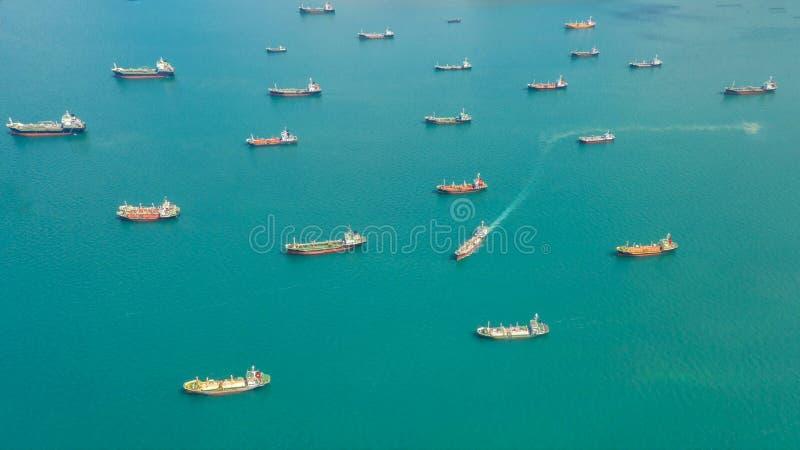 Öltanker, Gastanker im Hohen See Raffinerie-IndustrieFrachtschiff, Vogelperspektive, Thailand, im Import-export, LPG, Erdölraffin stockbilder