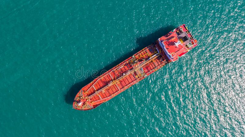 Öltanker, Gastanker im Hohen See Raffinerie-IndustrieFrachtschiff, Vogelperspektive, Thailand, im Import-export, LPG, Erdölraffin stockfoto
