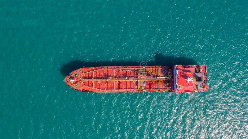 Öltanker, Gastanker im Hohen See Raffinerie-IndustrieFrachtschiff, Vogelperspektive, Thailand, im Import-export, LPG, Erdölraffin stockfotografie