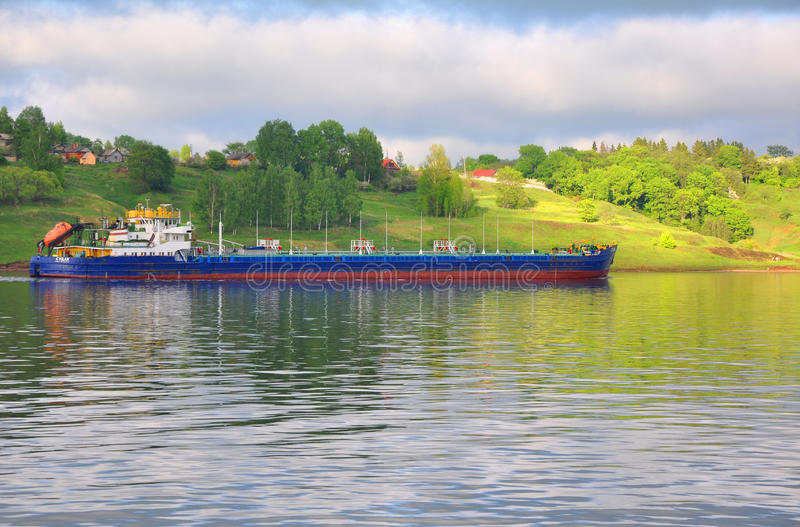 Öltanker SUDAK (VOLGA-DON 5004) auf der Wolga Russland stockbild