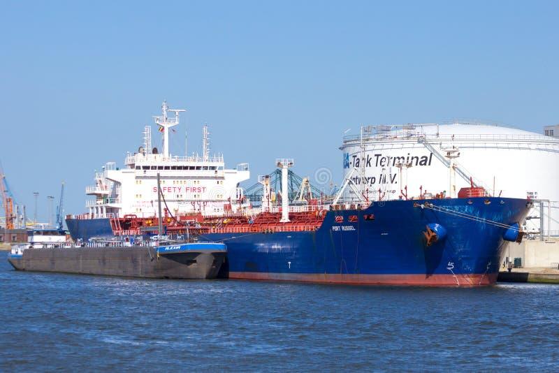 Öltankerhafen von Antwerpen stockfoto