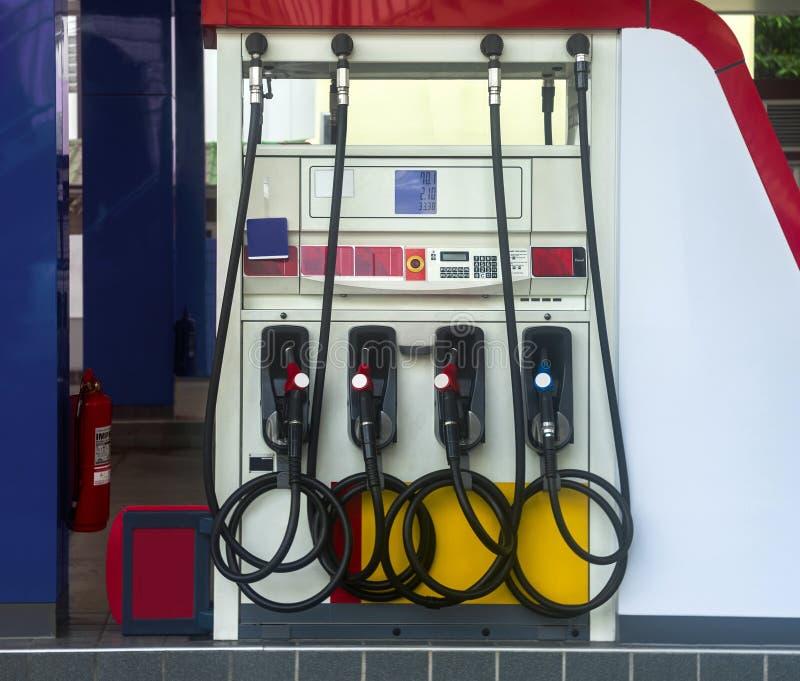 Ölzufuhren oder Kraftstoffversorgung an der Brennstoffaufnahmestation lizenzfreie stockfotografie