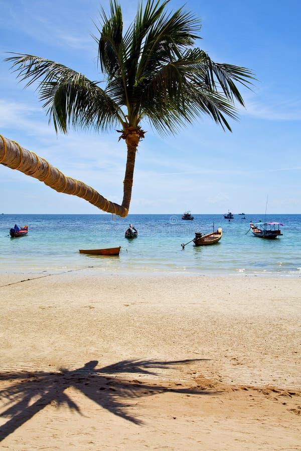 ön asia i för den Thailand för khoen phangan strand fjärden vaggar piroguen royaltyfri fotografi