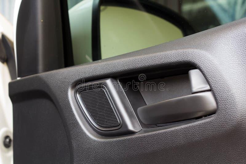 Öppen bil i dörrhand royaltyfria foton