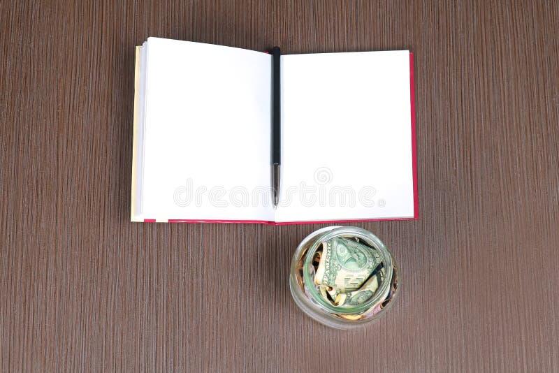 Öppen bok för pengar royaltyfri bild