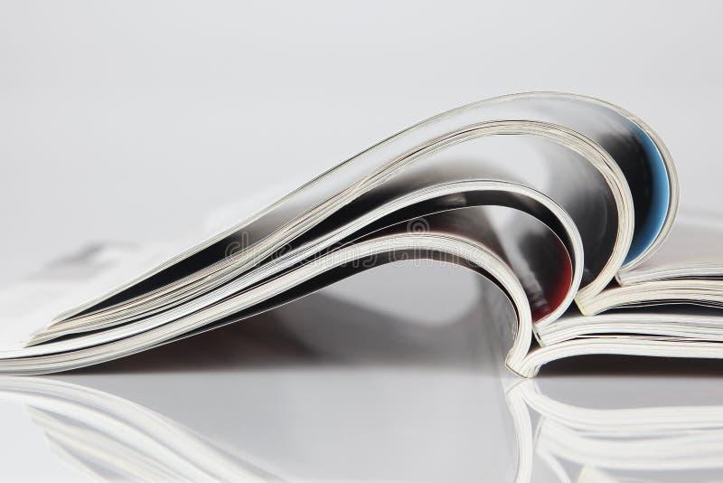öppen bunt för tidskrifter arkivbild