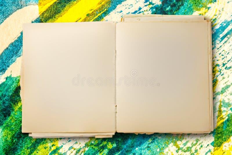 Öppen gammal tom anteckningsbok fotografering för bildbyråer