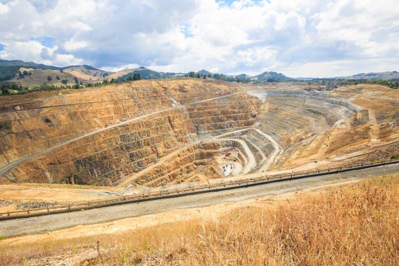 Öppen grop av en guld- min martha i Waihi, Nya Zeeland arkivfoto