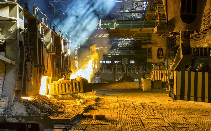 Öppen-härd panna på en metallurgical växt royaltyfri fotografi