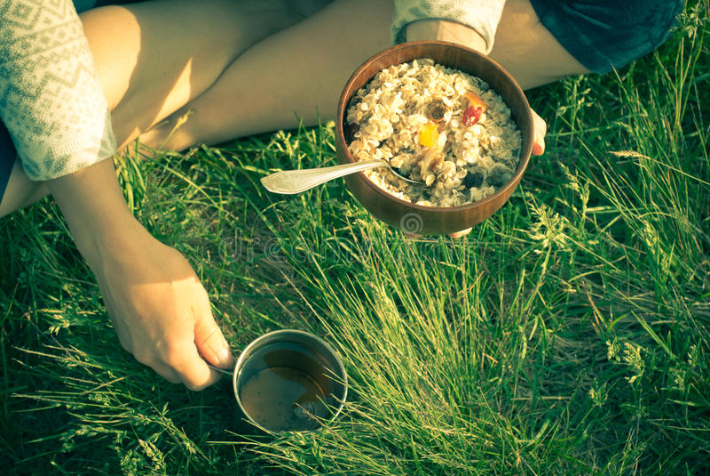 Öppen luft för morgonfrukost arkivfoto