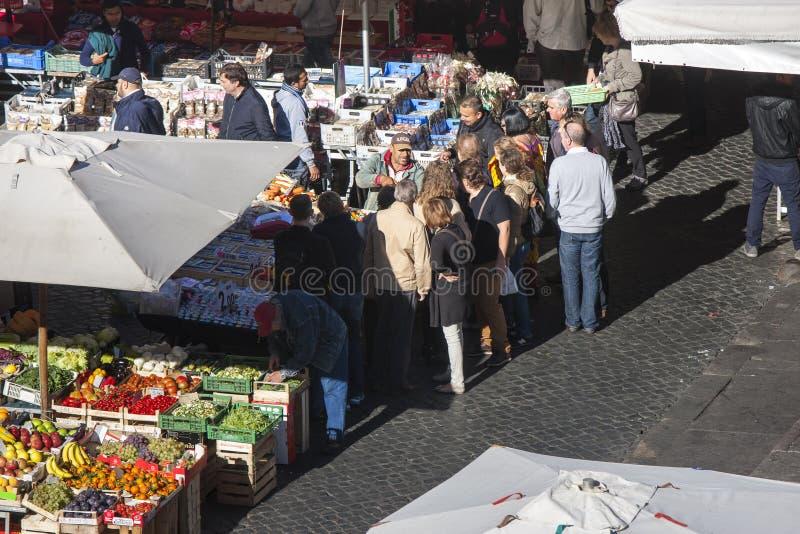 Öppen marknad i Rome - Campo de Fiori fotografering för bildbyråer