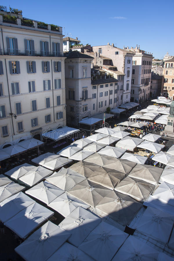 Öppen marknad i Rome - Campo de Fiori royaltyfri bild