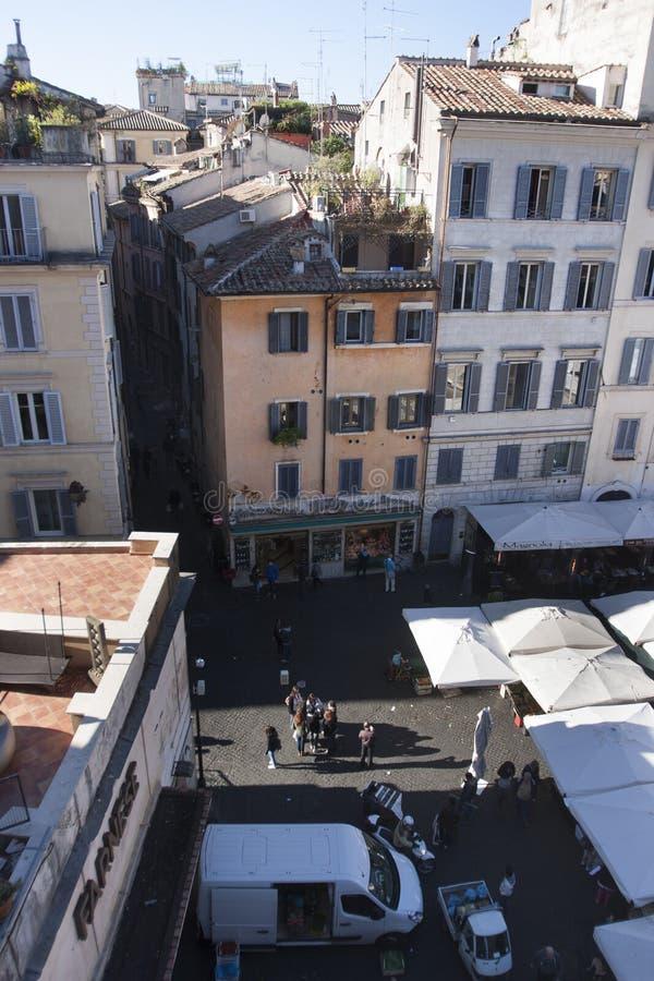 Öppen marknad i Rome - Campo de Fiori från över arkivbild