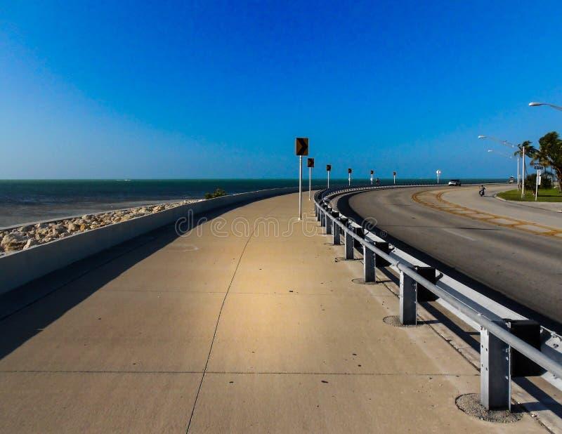 Öppen oceansideväg i Key West Florida arkivfoto