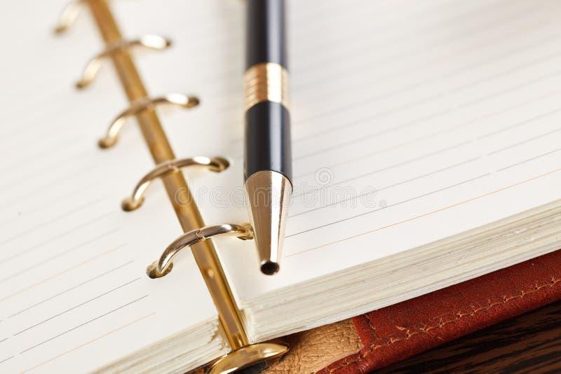 öppen penna för anteckningsbok royaltyfria foton