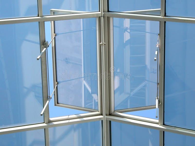 öppen sky till fönstret royaltyfri fotografi