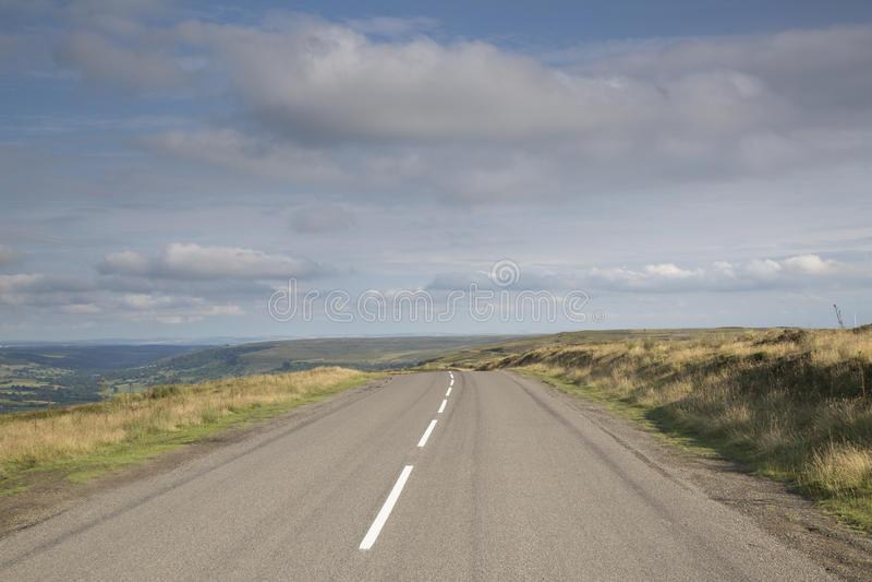Öppen väg, North Yorkshire heder; England royaltyfri bild