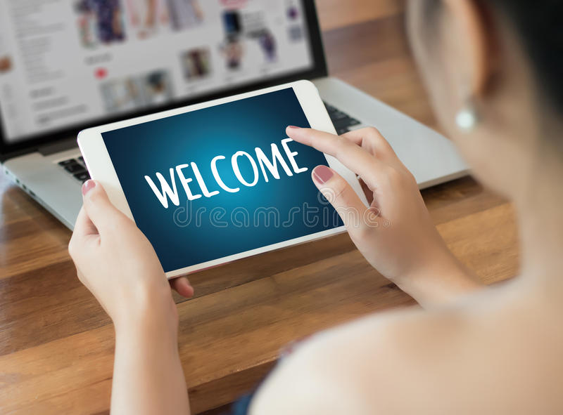 Öppen välkomnande för VÄLKOMMEN begreppskommunikationsaffär till laget royaltyfri foto