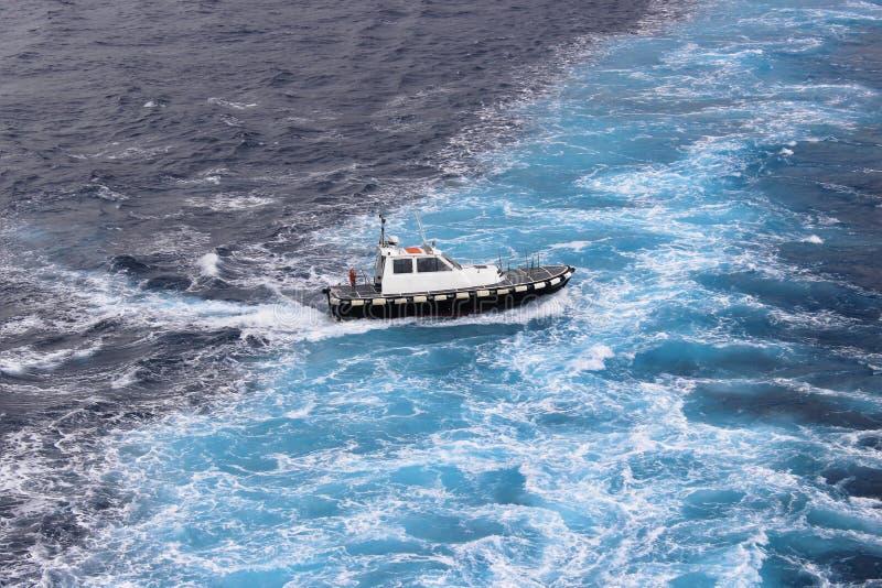 öppet hav för snabb motorbåt arkivbilder