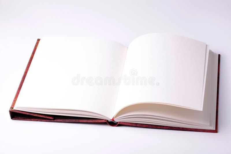 Öppna anmärkningsboken för tomt papper arkivfoto